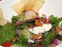 Warmer Ziegenkäse in Walnusskruste auf gemischtem Salat - Rezept