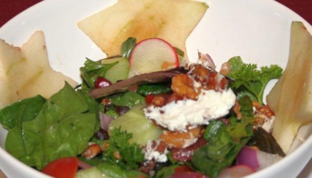 warmer ziegenk se in walnusskruste auf gemischtem salat rezept. Black Bedroom Furniture Sets. Home Design Ideas