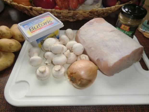 Braten vom Schweinerücken mit Gemüse-Champignon-Soße - Rezept - Bild Nr. 2