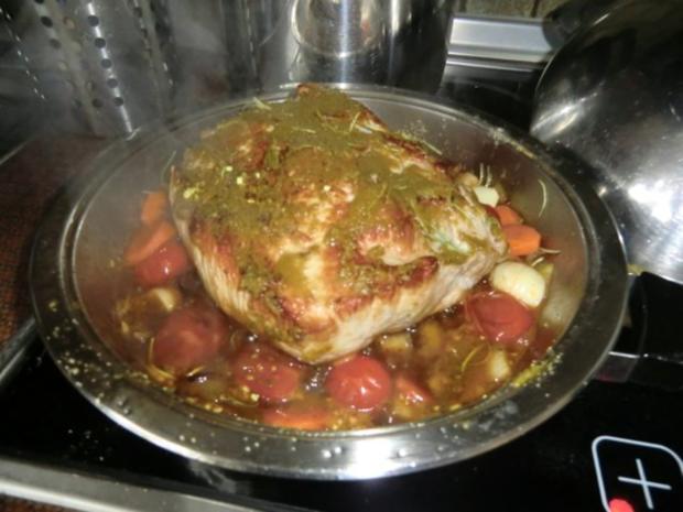 Braten vom Schweinerücken mit Gemüse-Champignon-Soße - Rezept - Bild Nr. 4