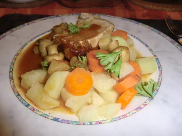 Braten vom Schweinerücken mit Gemüse-Champignon-Soße - Rezept - Bild Nr. 8