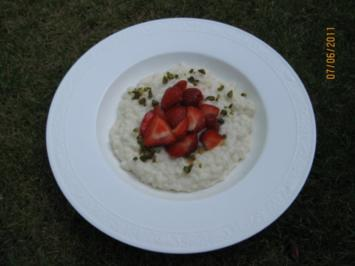 Marzipan - Milchreis mit marinierten Erdbeeren - Rezept