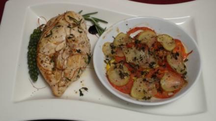 Poulardenbrüste à la provencal mit Kartoffel-Tomaten-Zucchini-Auflauf - Rezept