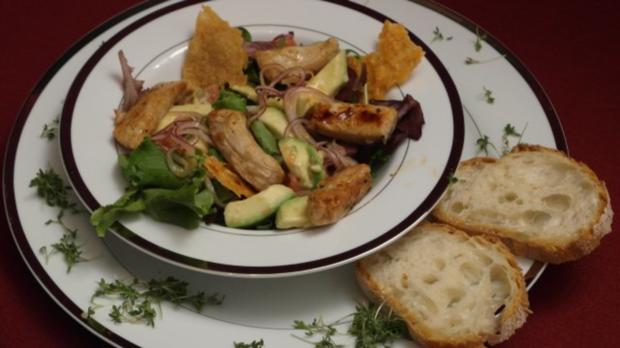 Putenbruststreifen auf Wildkräutersalat mit Avocado und Pink Grapefruit - Rezept