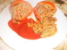 Gefüllte Paprikaschote mit Tomatenreis und Hack - Rezept