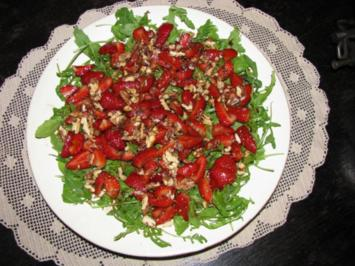 Salate: Raukesalat mit marinierten Erdbeeren - Rezept