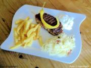 Bifteki mit Krautsalat - Rezept