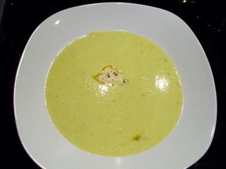 Suppe: Grüner Spargelschaum mit Trüffelbutter - Rezept
