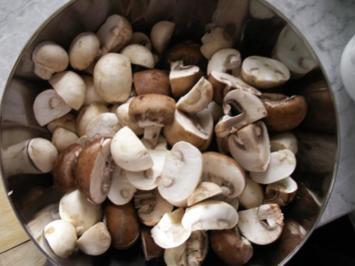 Marinierte Lammrücken mit Nudeln und Pilzsahne-Marsalasauce - Rezept