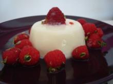 Rosmarin-Lavendel Pannacotta mit Himbeer-Zitronenthymiansalat - Rezept