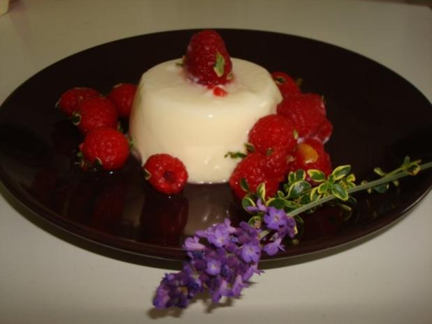 Rosmarin-Lavendel Pannacotta mit Himbeer-Zitronenthymiansalat - Rezept - Bild Nr. 4
