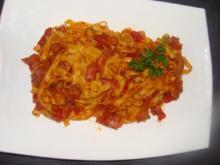 Nudeln :-Tagliatelle in Kochschinken-Tomatenragout - Rezept