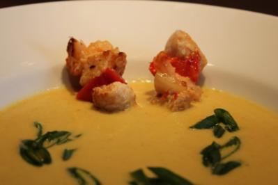 Kokos - Curry - Suppe mit Hähnchenbrust-Garnelenspieß - Rezept