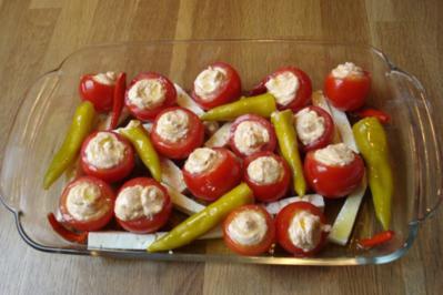 Mit Frischkäse gefüllte Tomaten - Rezept