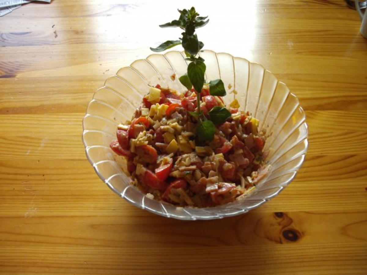 salat s sauer pikanter tomatensalat mit frischen kr utern aus dem garten rezept. Black Bedroom Furniture Sets. Home Design Ideas
