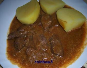 Kochen: Rind-Gulasch mit viel Sauce - Rezept