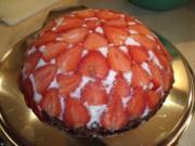 Erdbeer-Kuppeltorte mit Joghurtfüllung - Rezept