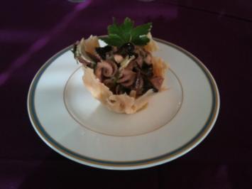 Oktopussalat im Parmesankörbchen - Rezept