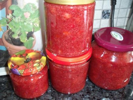Johannisbeer-Erdbeer-Kokos-Marmelade - Rezept