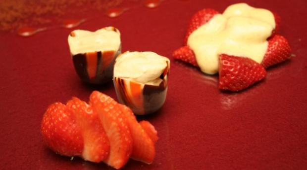 Rübenkraut-Eis mit Erdbeeren und Vanille-Zabaione - Rezept
