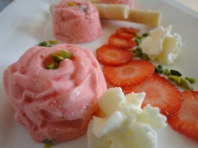 Erdbeer - Pistazien Eis - Rezept