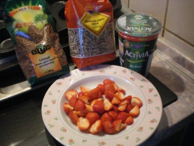 Joghurt mit Erdbeeren und Sonnenblumenkernen - Rezept - Bild Nr. 2