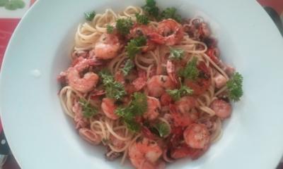 Spaghetti Frutti de Mare con gamberi le erbe - Rezept