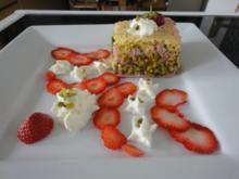 Pistazien Biskuit Törtchen mit Erdbeer Creme - Rezept