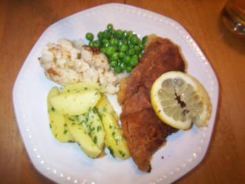 Schweineschnitzel paniert mit frischem Gemüse, Petersilienkartoffeln ....... - Rezept