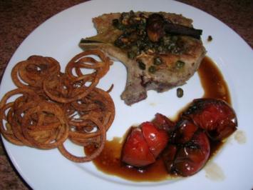 Stielkotelett mit Kapern und Sardellen, an geschmorten Tomaten mit Twister Kartoffeln - Rezept