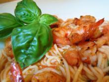 Spaghetti mit Tomaten-Wodka-Sugo und gebratenen scharfen Crevetten - Rezept