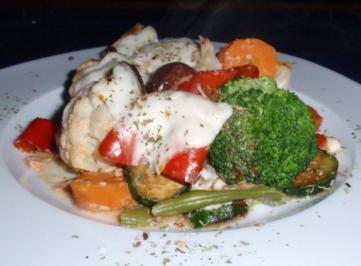 Rezept: Bunter Gemüse-Auflauf mit Mozzarella überbacken