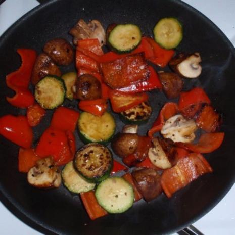 Bunter Gemüse-Auflauf mit Mozzarella überbacken - Rezept - Bild Nr. 7