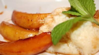 Cassava-Pudding mit warmen Nektarinen und Honig-Ingwer-Glasur - Rezept