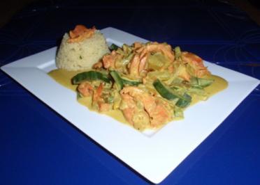 Wildlachs-Gurken-Zwiebel-Soße mit Couscous - Rezept