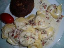 Tortellini mit sahniger Speck-Sauce; pikant - Rezept