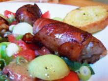 Rinderhack im Speckmantel auf Salat mit Melonendressing - Rezept