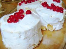 White Cakes mit Lemon Curd und Frosting - Rezept