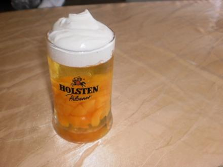 Götterspeise-Bierchen mit Vanillinsoße - Rezept