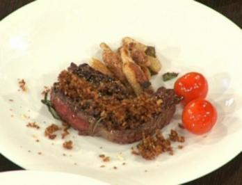 Rezept: Steak vom Wasserbüffel mit Schalottenkruste und Schupfnudeln