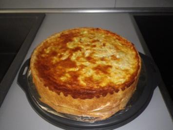 Zucchini - Apfel - Kuchen mit Mascarponecereme - Rezept