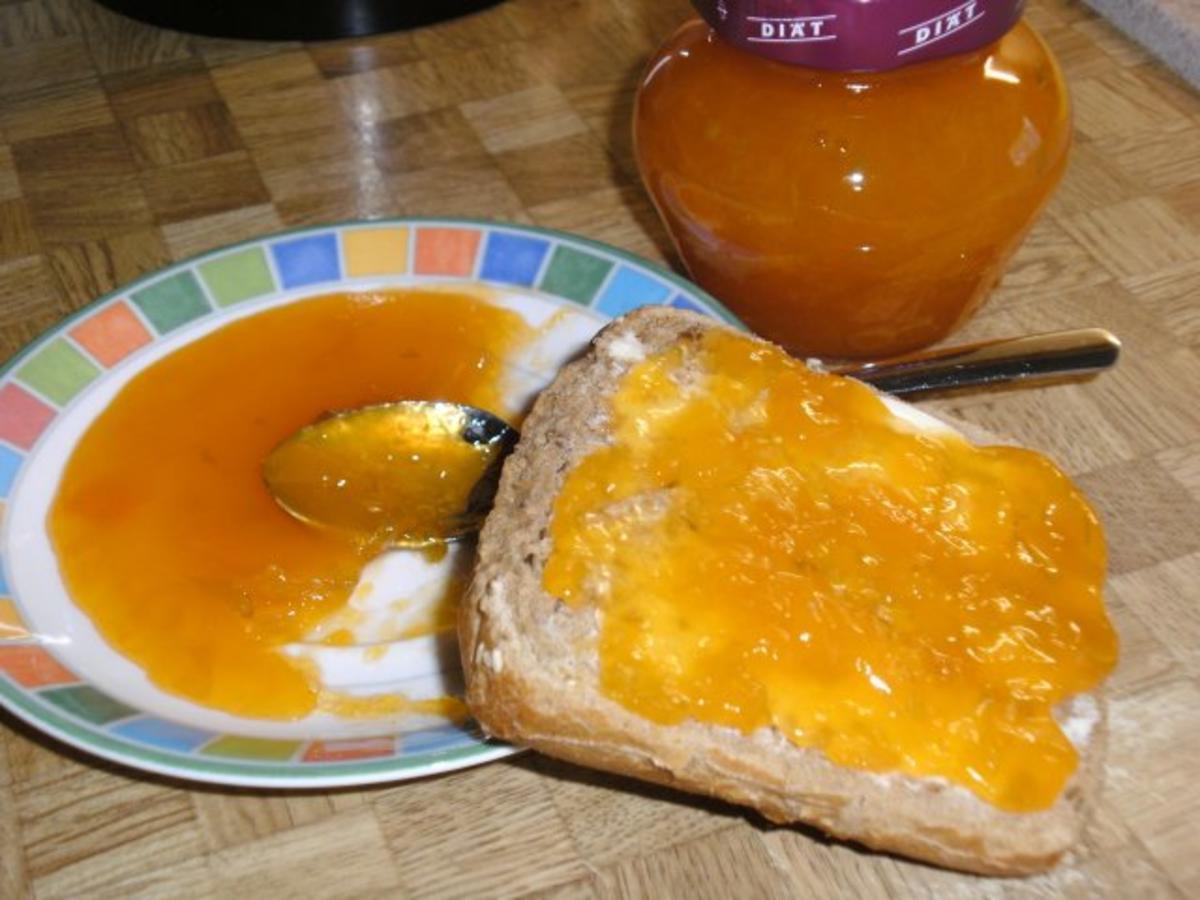 Bilder für Aprikosenmarmelade fruchtig frisch mit Ingwer und Limettenschale - Rezept