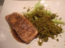 Glasierter Lachs mit Nußpesto - Rezept