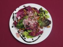 Blattsalat mit gebratenen Pfifferlingen und Speck - Rezept