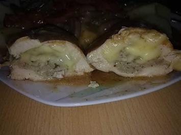 Rezept: Geflügel: Hähnchenbrust gefüllt mit Mett und Gouda