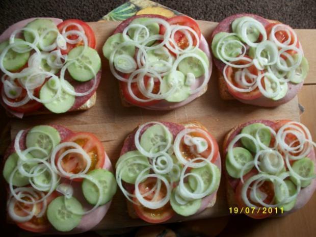 Große Weissbrotscheiben  Schinken Salami Gemüse zwei Käse Überbacken. - Rezept - Bild Nr. 3