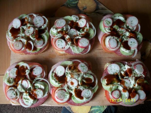 Große Weissbrotscheiben  Schinken Salami Gemüse zwei Käse Überbacken. - Rezept - Bild Nr. 4