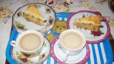 Irenes Rhabarberkuchen mit Eierlikör und Baiser - Rezept