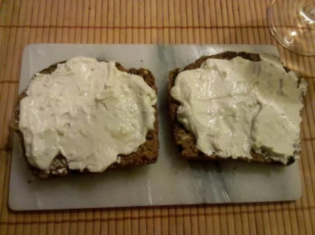 Abendbrot: Mediteran-pikantes Mehrkornbrot mit Zwiebel-Quark - Rezept - Bild Nr. 3
