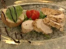 Poulardenbrust-Tranchen mit Safranvinaigrette und Mozzarella-Bruschetta - Rezept